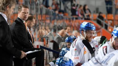 Mike Stewart bleibt Trainer der Panther